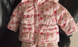 This is a great Joe Fresh snowsuit and very cute on. Tag says 6-12 months but it's more like 12 months.