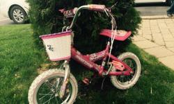 Small pink bicycle with basket in front. In good shape, perfect to learn to ride! For kids 3-6 years