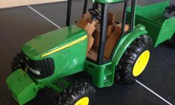 Metal tractor cab means it was built to last. Comes with removable trailer for kids to play with.