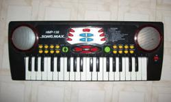 Kids electric keyboard, in working order.