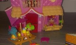 Lalaloopsy sewing themed house, 4 dolls, lemonade set with table, lemonade jug, cups etc.