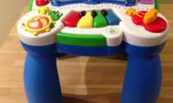 Learning Table - French Version Ages 6-36 months Eight activity-packed stations offer little ones lots of ways to develop key motor, cognitive and social skills. Learn about shapes and colors, learn to count and the alphabet. Remove the legs for floor