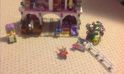 Lego friends barn, amazing condition. All the pieces are there.