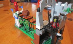 Complete LEGO Knight's Kingdom set, number 8778. This is an older retired set. It's a cool set with the rolling boulder and the swinging bridge. The set is complete with the only issue being the sword and shield of the red knight being different colour