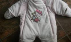 This soft pink disney piglet snow suit is in excellent condition and is so adorable. It has ears on the hood a big paw print on the bum, baby piglet on the front and has a double zipper to make easier for getting baby in and out of, from a clean smoke