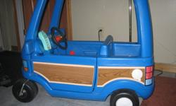 Excelllent condition,   clean,  works perfect.   Both doors open and close   sunroof,   and little phone inside.   902-922-3793