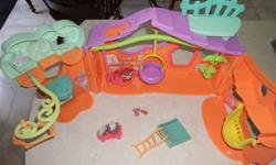 In excellent condition. Comes with 2 Pets. Everything in the picture is for this price. Posted with Used.ca app