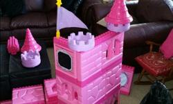 """A well used castle kit. A few pieces have gone missing over the years, but still a huge kit. My kids have had a ton of fun building this kit in a million different ways. Contains: 10 small walls (10"""" wide x 12.5"""" tall) 10 large walls (12"""" wide x 12.5"""""""
