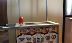 Encourage the entrepreneurial spirit in your child with this snacks and sweets food cart from Melissa & Doug. The stand-up design and construction includes a double-sided awning (for either Ice Cream cart role-playing or Hot Dog cart role-playing) and