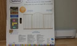 Summer Infant Metal Expansion Gate -6 Ft (.56 metre) Wide Walk Thru - for extra wide doorways. -White -Used for 2 months only