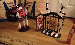 Monster High Freak Du Chic Circus Doll House Rochelle Goyle in an excellent condition, icluding doll and all accessories. Pet smoke free home. Plz see my other ads for more kids items. Serious inquiries and pick up ONLY. paid 55+tx asking 30$ FIRM