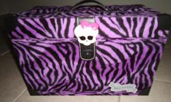 In excellent condition. Great to put your Monster High Dolls in. Posted with Used.ca app