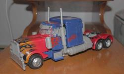 Optimus Prime Transformer 2009 model from Revenge of the Fallen. Selling for 40$. E-Mail laliberty15@hotmail.com if interested.