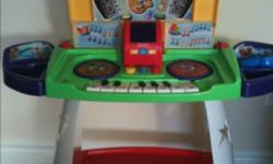Fisher price piano and desk. Sings songs. Teaches letters, numbers and shapes. This ad was posted with the Kijiji Classifieds app.