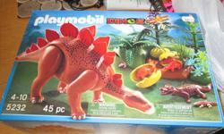 Playmobil de stégosaure avec tous ses accessoires. Vous pouvez m'écrire à l'adresse courriel suivante: chatlote36@hotmail.com
