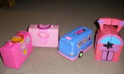 This lot contains: 4 different toys of Polly pocket; Polly Pocket disco with music, Polly Pocket bus with music, 2 different rooms, Polly Pocket doll with some princess dresses, shoes and some accessories and Polly Pocket car. I will sell separately as