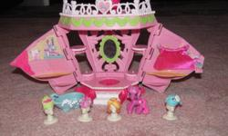 2 Ponyville Playsets with ponies Hairdesser set incluldes wigs for ponies Ice Cream shop playset