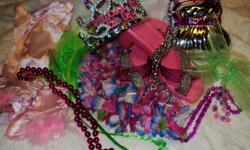 GLAMOUR LOT #1     1 Purse 1 Crown 1 Flower Lai 1 pair of shoes 1 pair pink gloves 2 fairy wisp scrunchies 2 clip on braided extentions 4 pcs jewelry (3 necklaces 1 bracelet)           Pretty Dress Up Girls Lot Toy Shoes Crown Purse Glove GLAMORE 1 Please