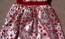 no tag, but should fit btwn 12-18mos. perfect party dress to be in Santa/Christmas pics. excellent used condition. no rips or stains. non-smoking, no pet home. p/u on inkster/main. pls see my other ads.