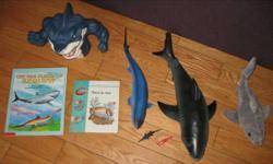 """Lot de requins avec 2 livres français. 8 morceaux Le livre 'Une mer pleine de requins' mesure 10"""" X 8"""". Le plus grand requin est comme neuf et je l'ai paye $14.00 a lui seul. Il mesure 17 1/2"""" de long. Le requin en pluche mesure 11"""" de long. Lot inclus un"""