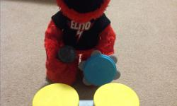 Rock n roll elmo in excellent condition. Includes all original pieces.