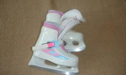 Size 8-9 girls skates. However, fits small. Good for age 2-3. Good condition. Non-smoking home.