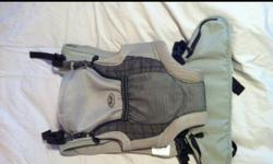 Snuggli carrier in great condition. You can carry the baby facing toward you or facing out. Good for the first year. Comfortable to wear around the house and outside. Adjustable for all size baby and parent. This ad was posted with the Kijiji Classifieds