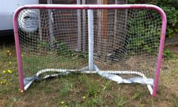 as in picture. sturdy strong structure. Only needs a string to secure net to base.