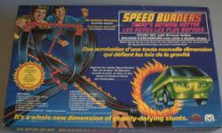 Speed Burners Stunt Set Comes with: 1 Speed Burner Car 9 pieces of track 4 Single Connectors 4 standard single connectors 2 double connectors 2 support rails 1 stand post Cardboard support ramp, flaming barrel, and flame ring Original box and
