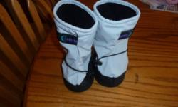 Molehill brand (Stonz-style) winter boots. Size toddler (TD, fits age 1-2 approx). Waterproof with thin lining. Used last winter for my 1-year-old daughter who wasn't walking much yet at the time! No liners included, she just wore them over her Robeez