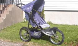 BABY TREND EXPEDITION 3 WHEEL STROLLER, 16 INCH AIR TIRES, SEVERAL POCKETS AND RAIN COVER,VERY GOOD SHAPE