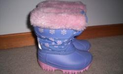 Toddler girl winter boot size 5 excellent/almost new condition very warm, made in canada zipper up front   please reply with your phone number and check my other ads