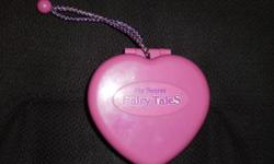 Vintage polly pocket,  very small push the button and picture appears in mirror, just needs batteries. looks better in person than my camera   Have more polly pockets, check other items pickup in Ingersoll or can deliver to Woodstock.