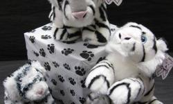 Luv to cuddle, Aurora White Tiger: -New super soft material -Black and white -Bean-filled -Stands upright -Wonderful gift item! -This item comes with free delivery and a fabulous balloon bouquet!   Aurora Plush, Super Lightning Super Flopsie: -Realistic